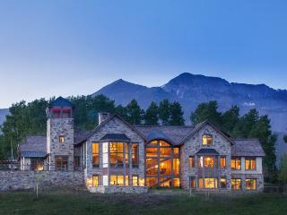 Touchdown Drive - 5 Bd + Sleeping Den/ 6.5 Ba - Sleeps 14 - TRUE SKI IN SKI OUT Luxury Estate - Ski Access onto Galloping Goose run, Telluride