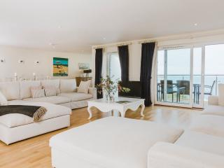 Mid-air 5* luxury penthouse at Hawkes Point, Carbis Bay