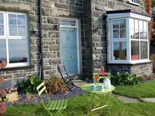 'Frondderw' a gorgeous Welsh stone, family holiday house