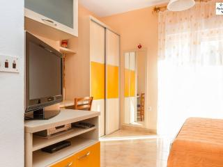 Orange - new and luxury apartment by the sea, Krilo Jesenice