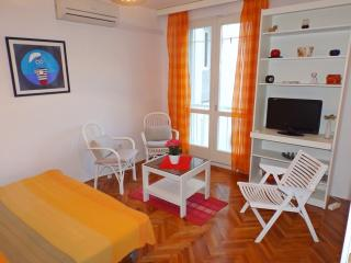 Cute New Apt. Near The Beach And Center For Couple, Makarska