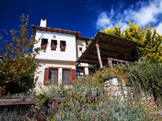 Gemütliche traditionelle Ferien-Villa für 2 bis 6 Personen, Agios Georgios Nilias