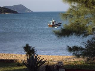Linda casa na beira da praia