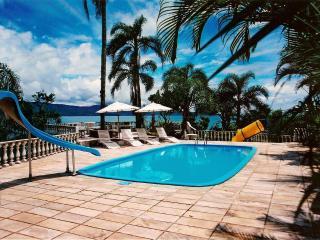 Mansão de 6 quartos com belíssima paisagem e conforto. Conexão privativa a praia, Florianopolis