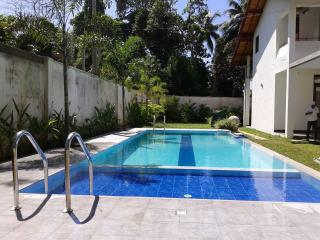 HikkaHome 5BR Holiday Villa with a swimming pool