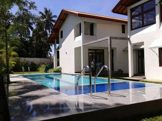 HarrisVilla 5A/C B/R villa with private Pool, Hikkaduwa