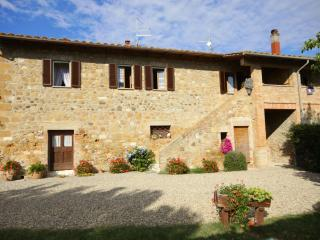 4 bedroom Apartment in Pienza, Val d Orcia, Tuscany, Italy : ref 2294109