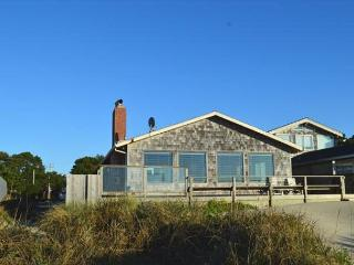 WAVE WALKER -Classic Beach Front home! Stellar VIEW OF THE OCEAN!, Manzanita