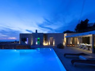 Minimal Perfection - Mykonos luxurious villa