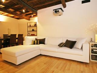 Pelliccia Hi-Tech Apartment, Rome