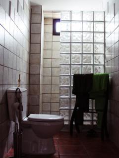 Cuarto de baño totalmente equipado, toallas incluidas