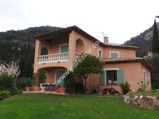 FAMILY HOUSE WITH HEATED POOL, GARDEN & SEA VIEWS, Tourrettes-sur-Loup