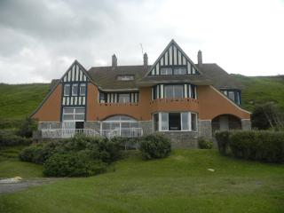 OCEAN FRONT VILLA, Historical House on D-Day Omaha Beach, BE A PART OF HISTORY