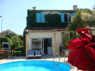 Villa, beaux jardins, piscine, spa, sauna, hammam
