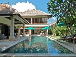 4-5Br Villa InTan in Drupadi Street Seminyak