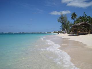 Fabulous Seven Mile Beach - Cayman Reef Resort #49, Playa de Siete Millas