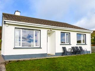 THE GLENS, pet-friendly, country holiday cottage, with a garden near Ballinskell