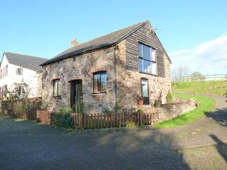 THE STABLES, romantic retreat, WiFi, superb views in beautiful countryside in North Tawton Ref 913046