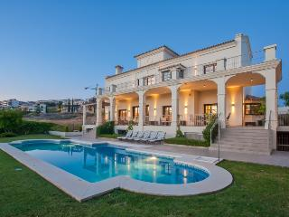 Villa Roma-Breathtaking Views and Relaxing Terrace, Puerto Banús