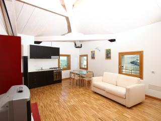 Appartamento Mimosa, mare 10 km, 4-5 persone, accesso alla piscina di castello e parco, Monterado