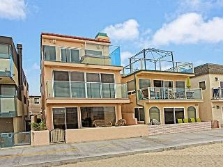 Ideally Located Beautiful Ocean Front Single Family Home (68384), Newport Beach