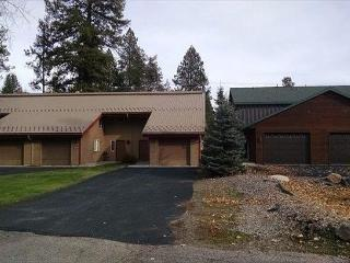 Spacious Condo, view of golf course, trailer parking & walk to public beach, McCall