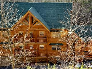 5 Bedroom Smoky Mountain Cabin with Theater Room, Pool Access and Hot Tub
