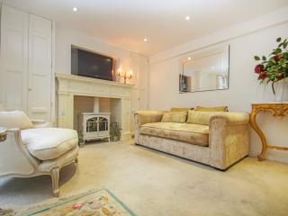 Crescent Patio Apartment, Brighton