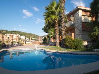 Bed&BCN Hills Pool House, Barcelona