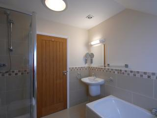 Lovelly large family bathroom with seperate shower.