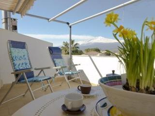 Beachfront 1-room apartment with perfect sea view, Giardini-Naxos
