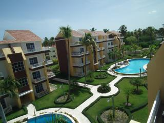 Beautiful Bavaro 2 Story Penthouse Walk to Beach!, Bávaro