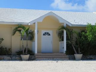 Beautiful Home from Home, Famous Grace Bay Beach, Providenciales
