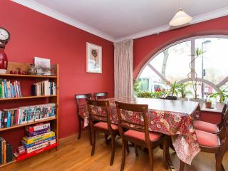 Large Waterfront House with a Garden.20%  discount, Londen