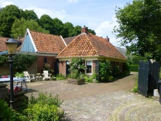 Romantic cottage with private sauna., Winsum