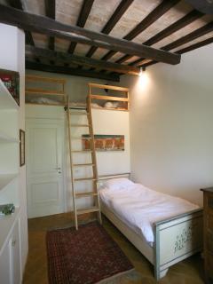 Children's bedroom with gallery sleeping platform