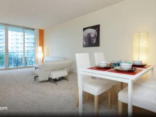 Comfortable Apartment  Steps To The Beach, Sunny Isles Beach