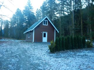 "Enjoy the Little tiny cabin in the woods ""LTC""., Glacier"