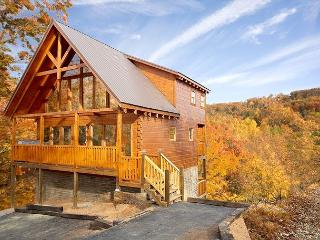 Beautiful Cabin LOADED w/ Amenities!!! Sleeps 10. Spring from $199!!!, Sevierville