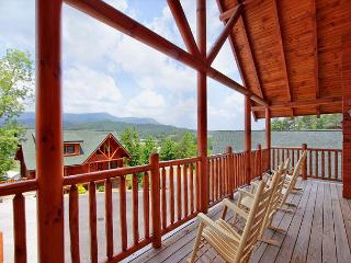 HOT JANUARY DEAL FROM $179! 4BR Log Cabin w/ Views, Hot Tub, & Pool Table., Sevierville