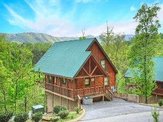 2BR Log Cabin w Views, Hot Tub, WiFi & Pool Table! Summer Special from $119!!, Pigeon Forge