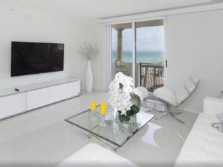 Luxury Apartment with Ocean View, Surfside