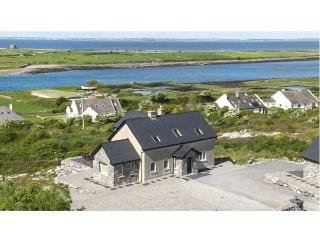 SAN THERESE, family friendly, with a garden in New Quay, County Clare, Ref 4645