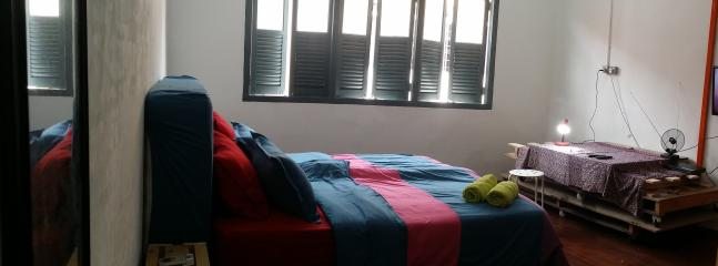 Loft comes with a King size bed with linen, towels & quilt/blanket