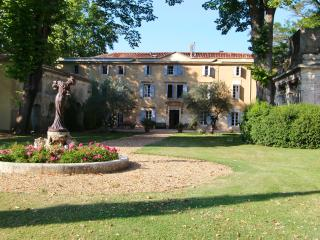 18th century chateau and wine domain B&B + gîtes, Belarga