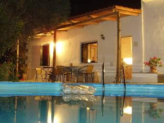 Beautiful traditional cottage only 5 minutes walk from the resort of Platanes., Rethymnon