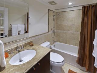 SAPPHIRE BEACH 407 BATH 3.jpg