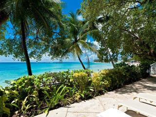 Hemingway House  - Stunning Beachfront Retreat