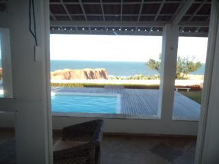 Villa sul mare con piscina.. posizione unica.