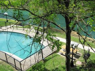 Comal River Retreat-2BR/2BTH Walk to Schlitterbahn, New Braunfels